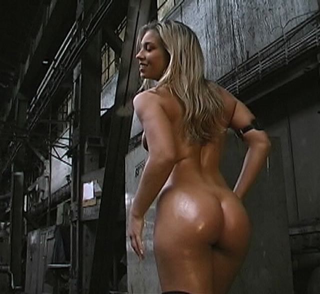 Betrayed cargo slave will do anything to save her sister 2