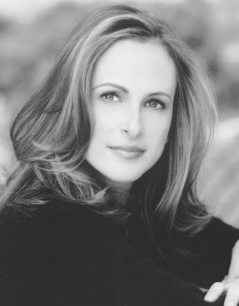 marlee matlin Actress marlee matlin, who is deaf and the wife of a police officer, teamed up with  aclu and advocacy group heard, on an american sign language video to.